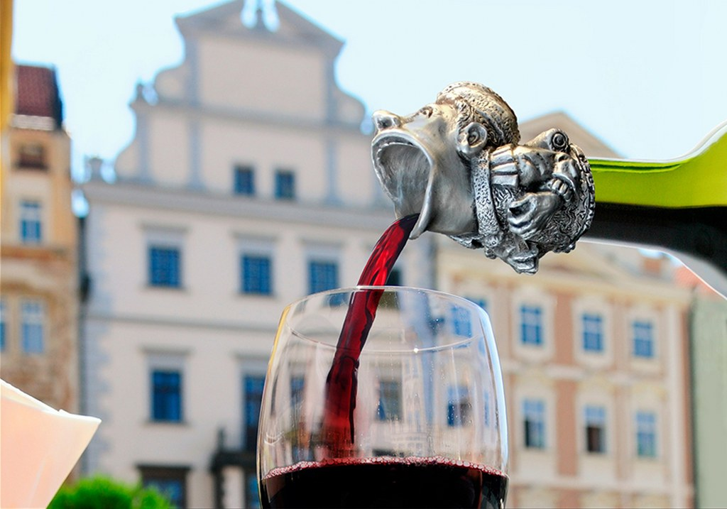 Sword Swallower Wine Stopper and Pourer by Pavlovs Dream